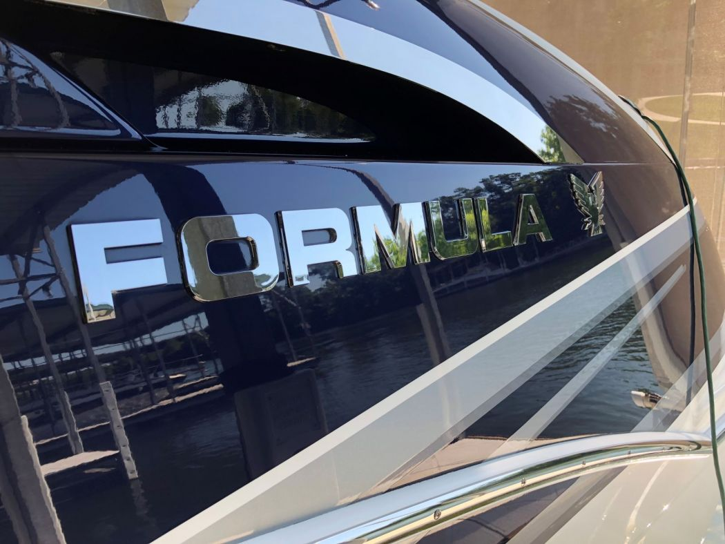 2015 Formula 310 BR received a 5 Year Surpass SiO2 Ceramic Coating