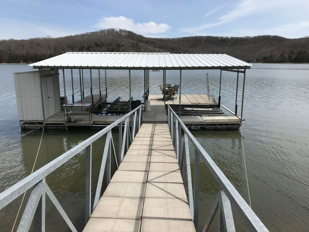 Single well dock with PWC slip