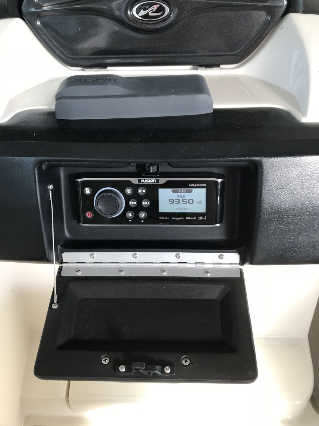 Wet Sounds System Sea Ray SLX